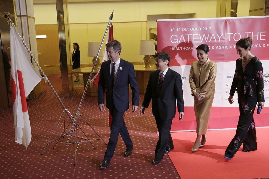 Les princes héritiers Frederik de Danemark et Naruhito du Japon avec leurs épouses les princesses Mary et Masako à Tokyo, le 12 octobre 2017
