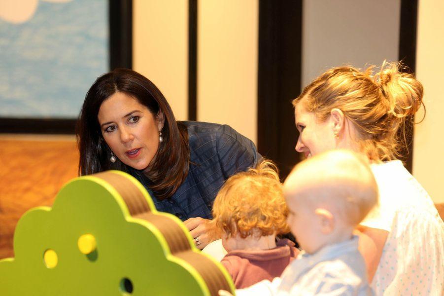 La princesse Mary de Danemark découvre une exposition pour enfants à Hellerup, le 19 avril 2018