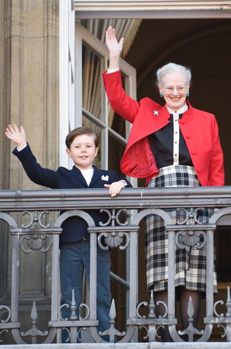 Le prince Christian de Danemark avec la reine Margrethe II le 16 avril 2013