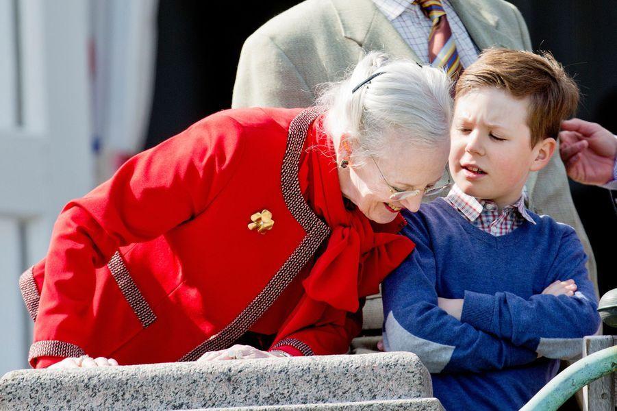 Le prince Christian de Danemark avec la reine Margrethe II le 16 avril 2014