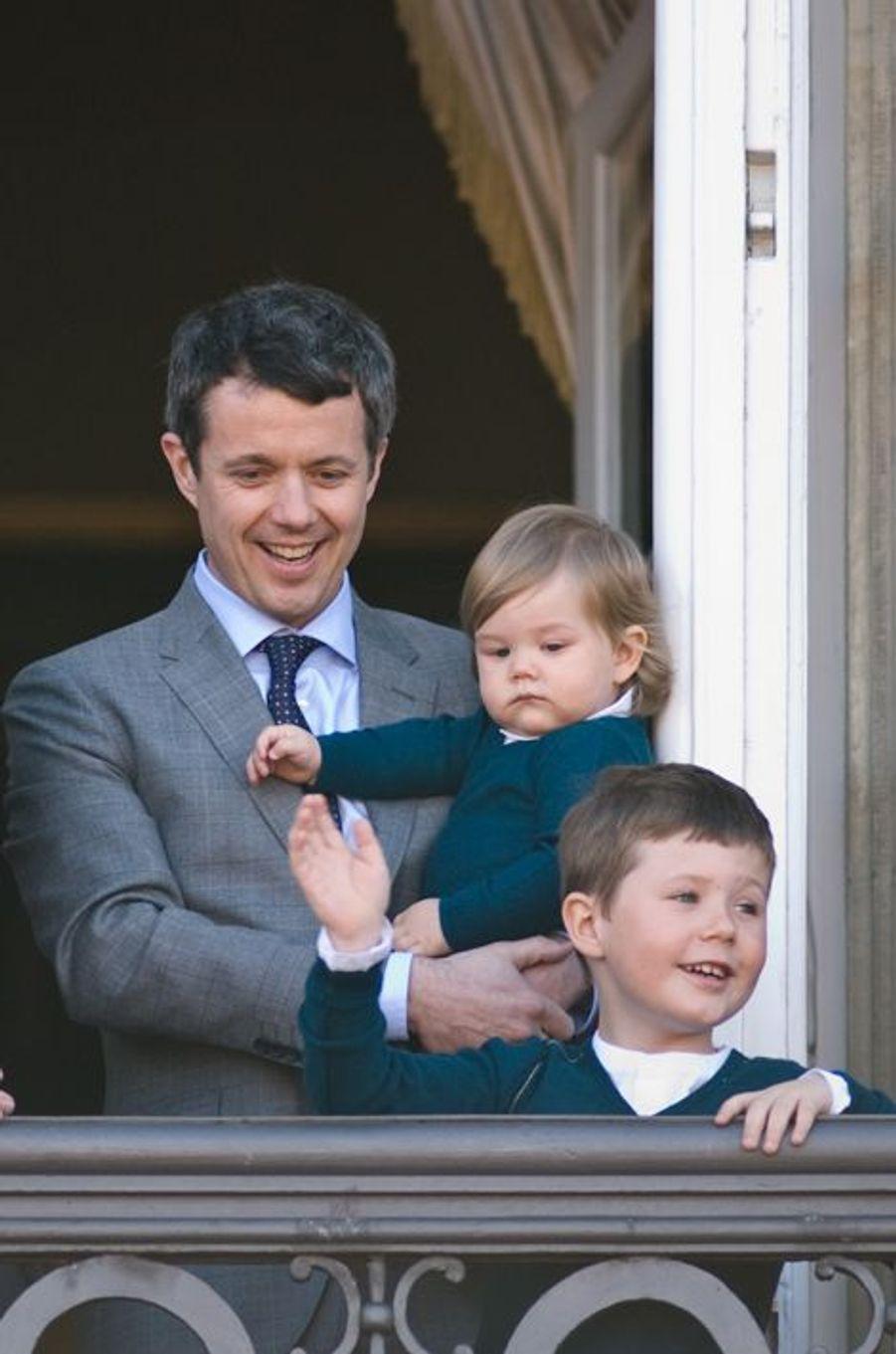 Le prince Christian de Danemark avec sa soeur Isabella et son père le 16 avril 2012