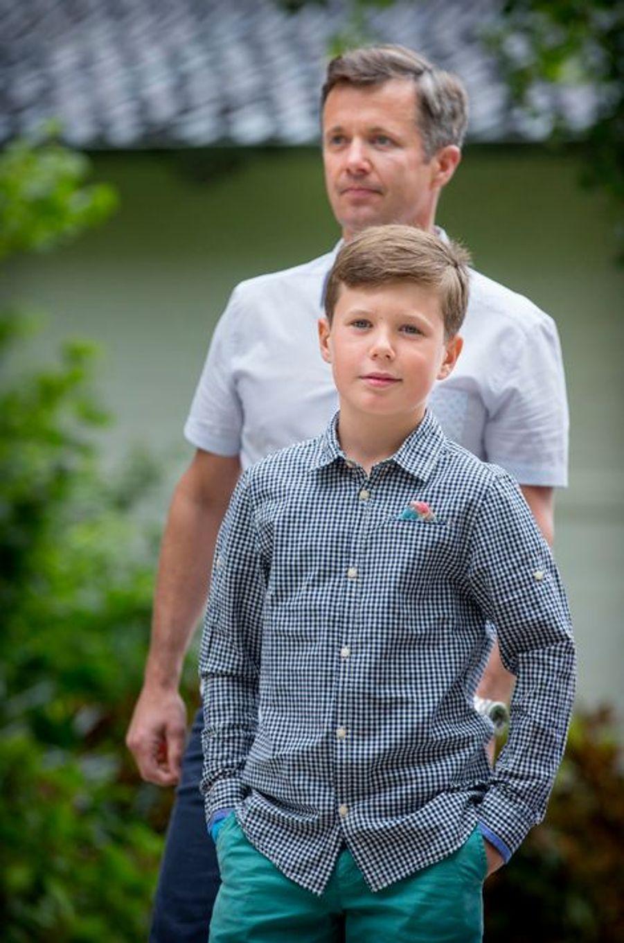 Le prince Christian de Danemark avec son père le 19 juillet 2015