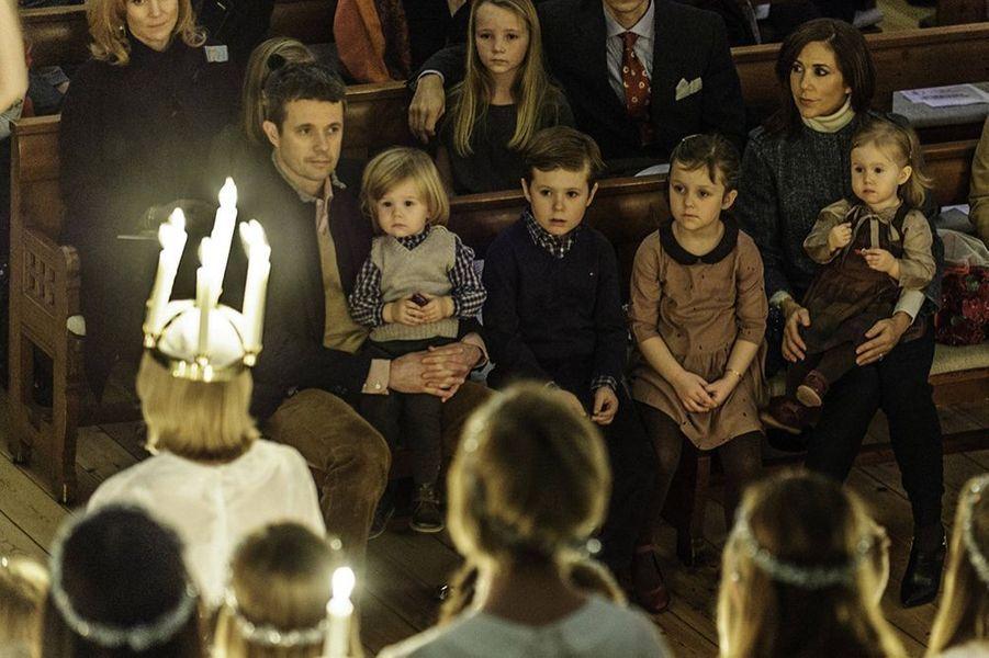 Les jumeaux du Danemark, la princesse Joséphine et le prince Vincent, en famille en décembre 2012