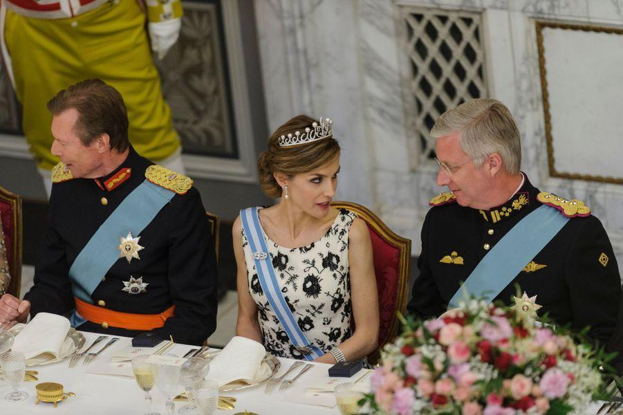 La reine Letizia d'Espagne encadrée du grand-duc Henri de Luxembourg et du roi Philippe de Belgique, à Copenhague le 15 avril 2015