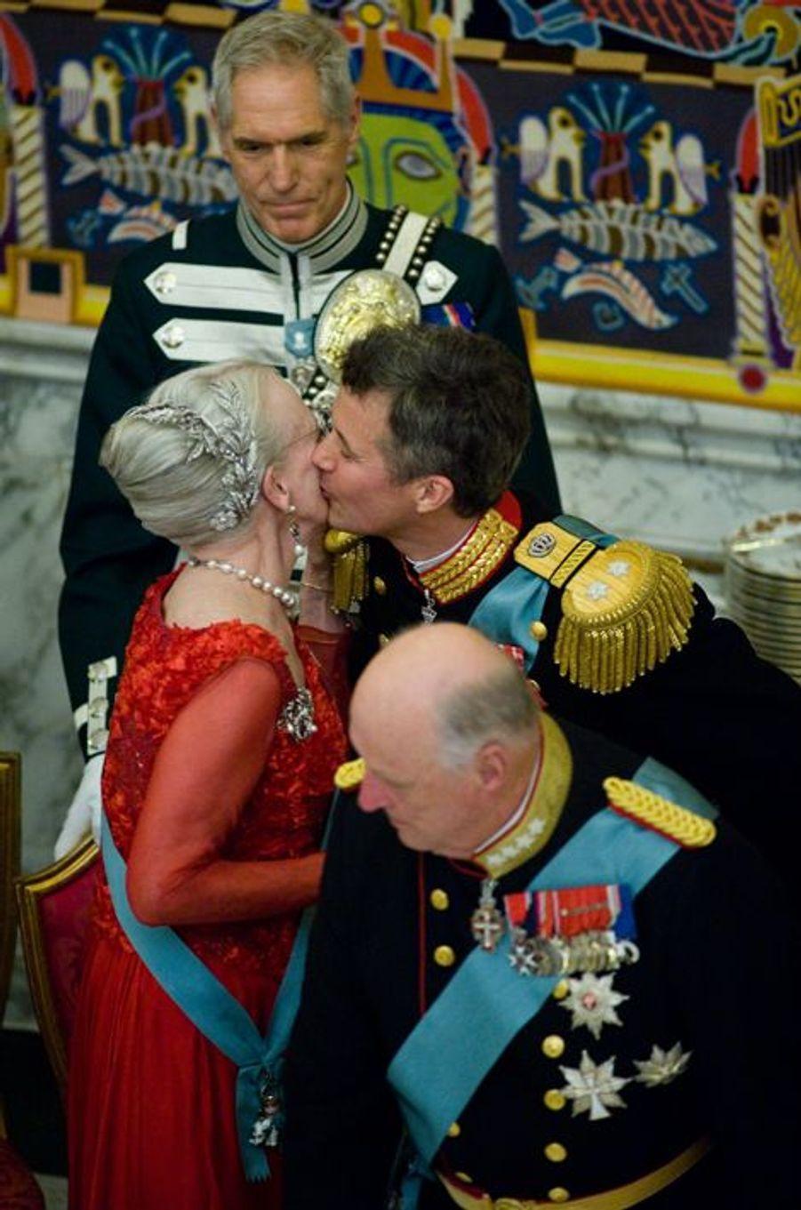 La reine Margrethe II de Danemark et son fils aîné le prince Frederik, à Copenhague le 15 avril 2015