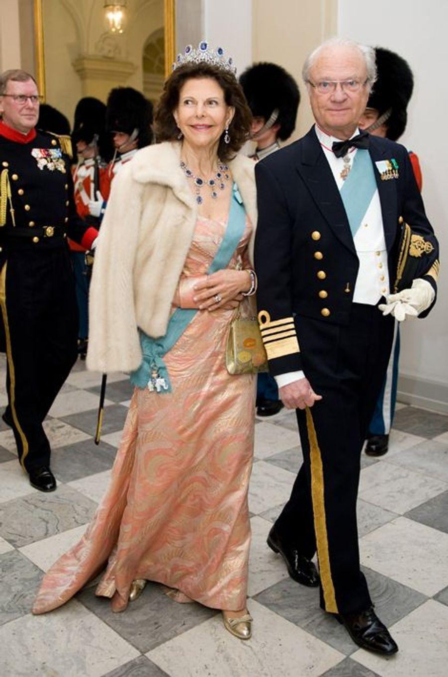 Le roi Carl XVI Gustaf de Suède et la reine Silvia à Copenhague, le 15 avril 2015
