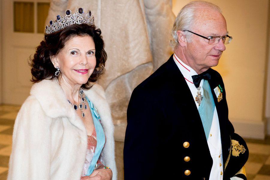 Le roi Carl XVI Gustav de Suède et la reine Silvia à Copenhague, le 15 avril 2015