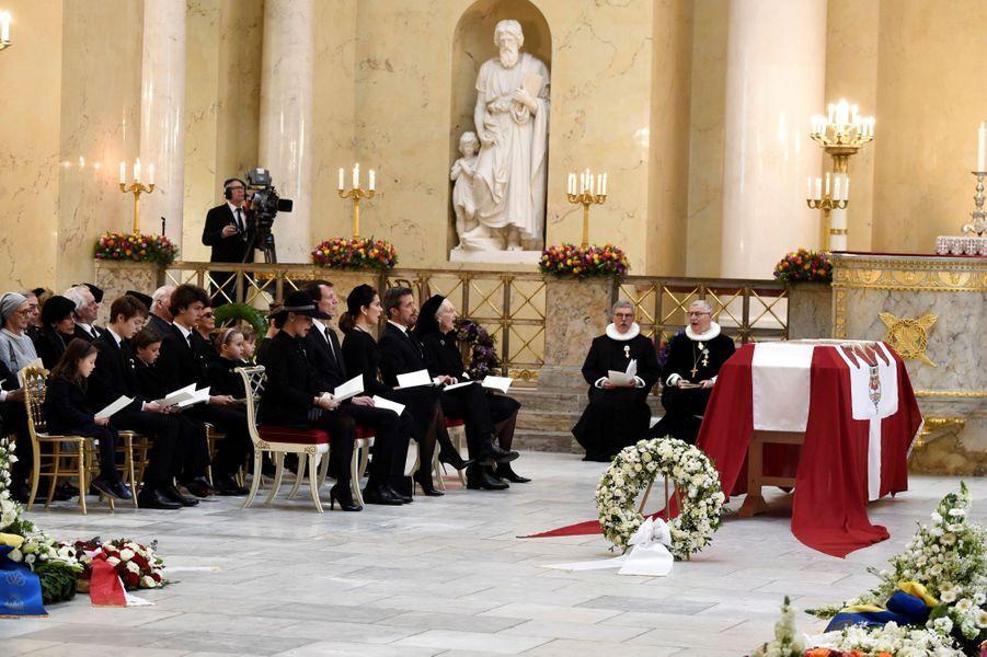 La reine Margrethe II de Danemark et la famille royale danoise lors des obsèques du prince Henrik à Copenhague, le 20 février 2018