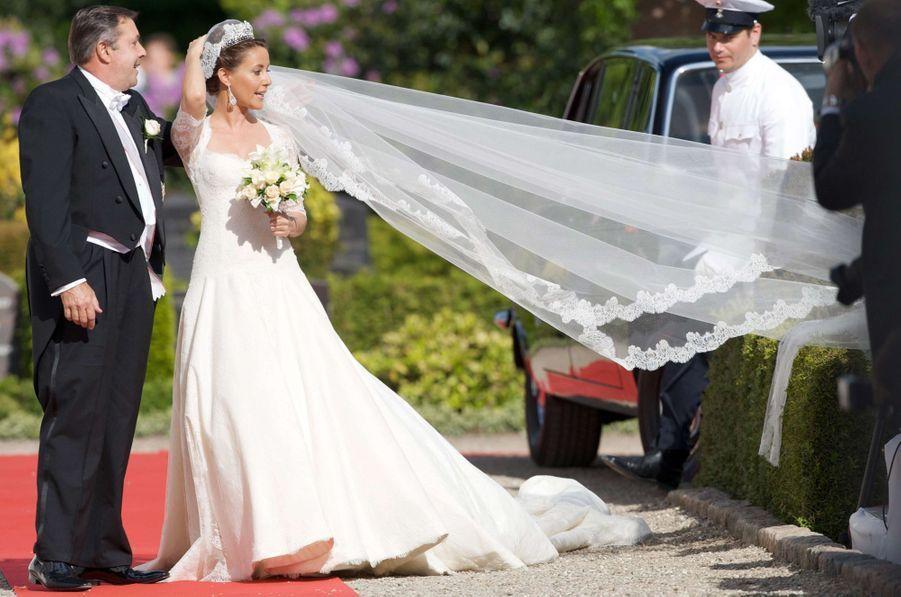Marie Cavallier avec son père le jour de son mariage avec le prince Joachim de Danemark, le 24 mai 2008
