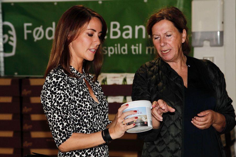 La princesse Marie de Danemark dans l'entrepôt de la Banque alimentaire à Copenhague, le 18 septembre 2018
