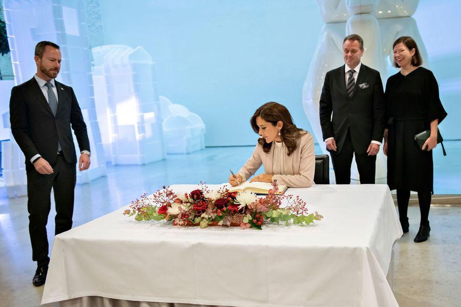 La princesse Mary de Danemark à l'hôtel de ville d'Helsinki avec le maire Jan Vapaavuori, le 13 septembre 2018