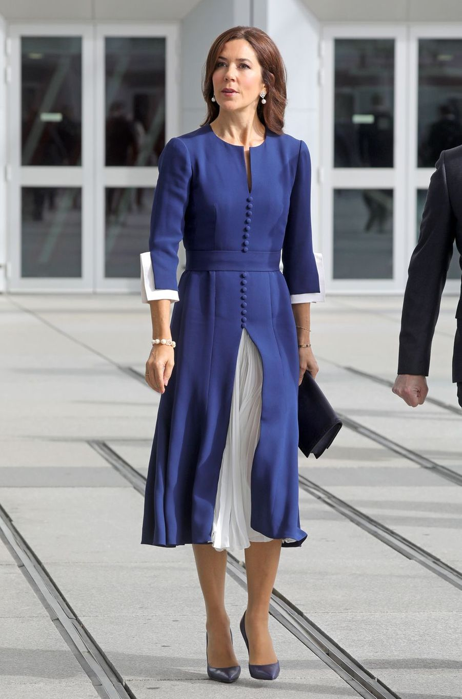 La princesse Mary de Danemark, dans une robe Ole Yde, à Paris le 7 octobre 2019