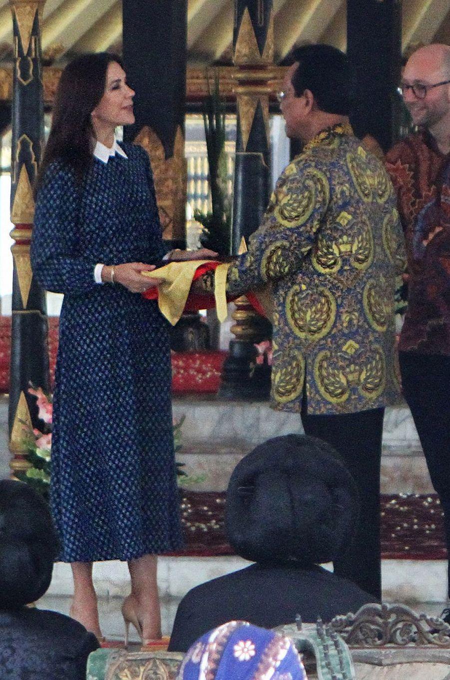 La princesse Mary de Danemark à Yogyakarta sur l'île de Java en Indonésie, le 4 décembre 2019