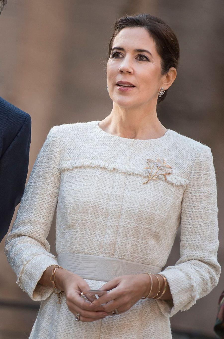 La broche de la princesse Mary de Danemark à Rome, le 6 novembre 2018