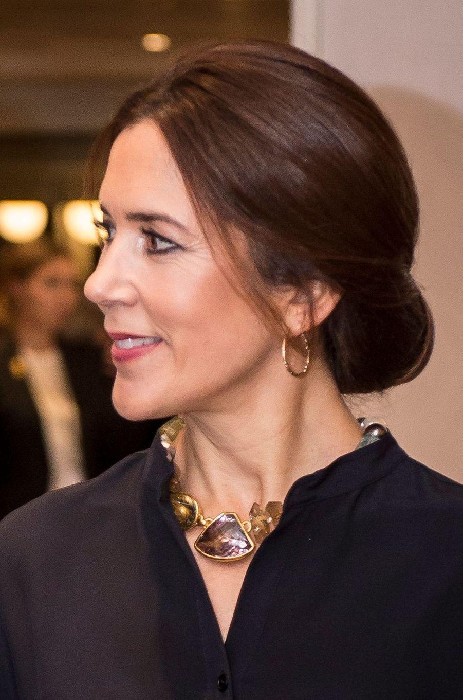 Les boucles d'oreille et le collier de la princesse Mary de Danemark à Rome, le 6 novembre 2018