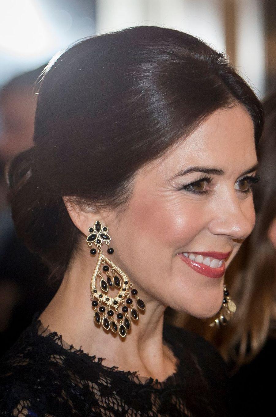 Les boucles d'oreille de la princesse Mary de Danemark à Rome, le 7 novembre 2018