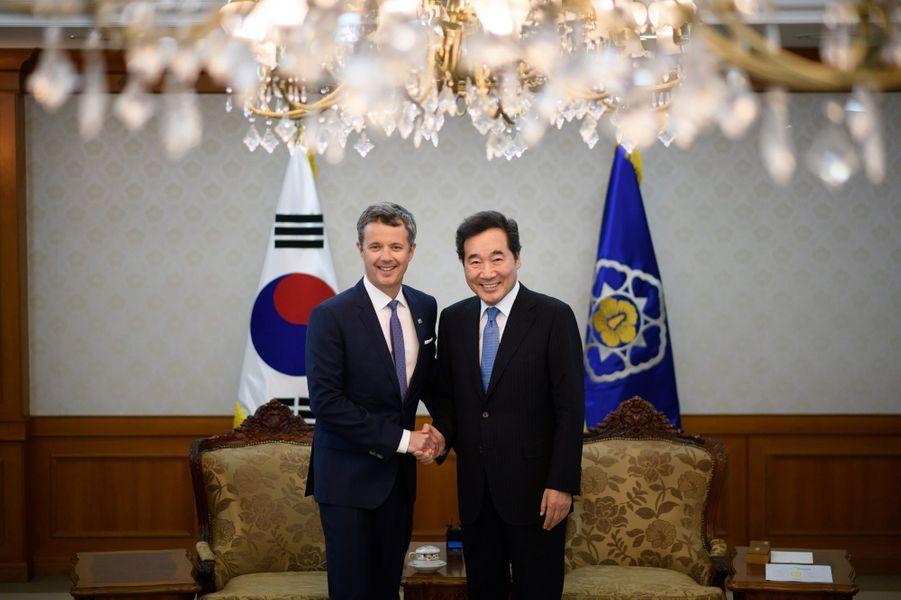 Le prince Frederik de Danemark avec le Premier ministre de la Corée du Sud, à Séoul le 20 mai 2019