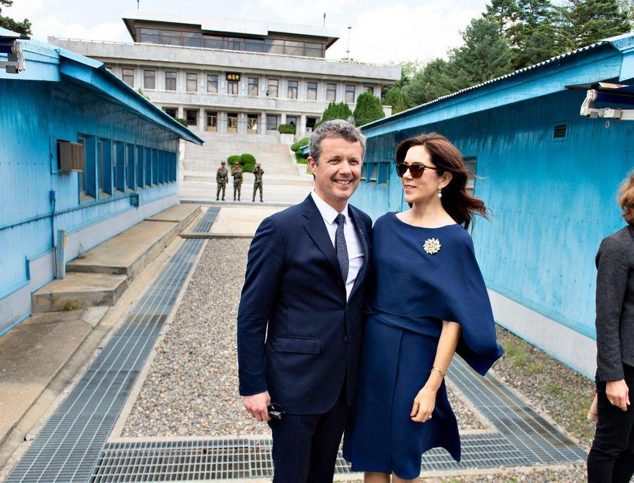 La princesse Mary et le prince Frederik de Danemark dans la zone démilitarisée entre les deux Corées, le 20 mai 2019
