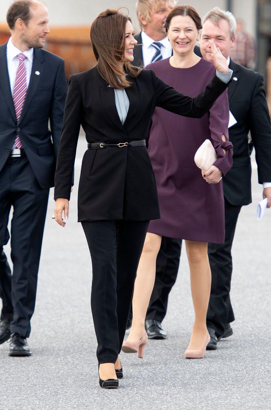 La princesse Mary de Danemark dans une veste Zara à Turku, le 14 septembre 2018