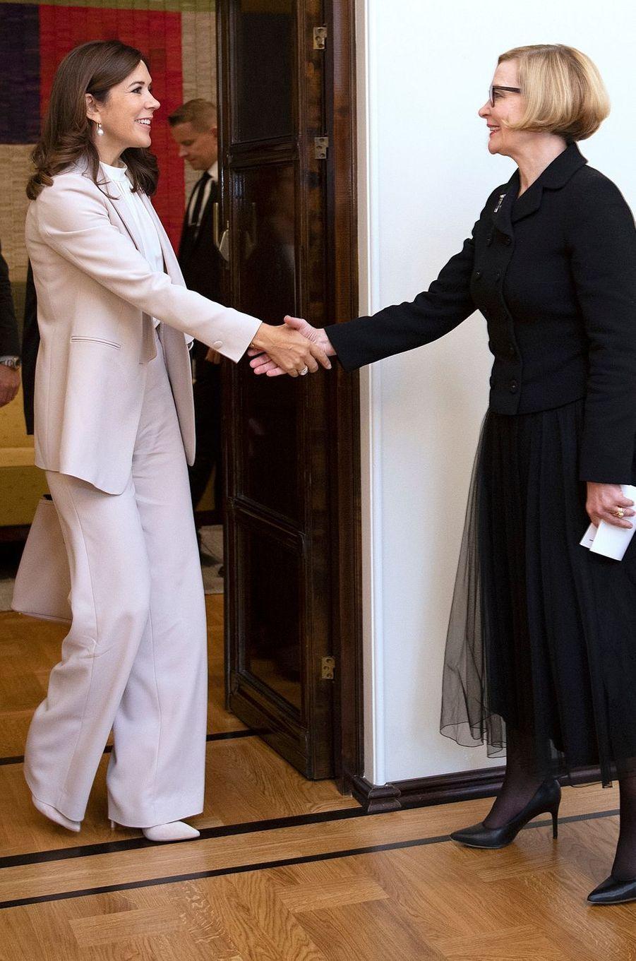 La princesse Mary de Danemark dans un tailleur pantalon Andiata à Helsinki, le 13 septembre 2018