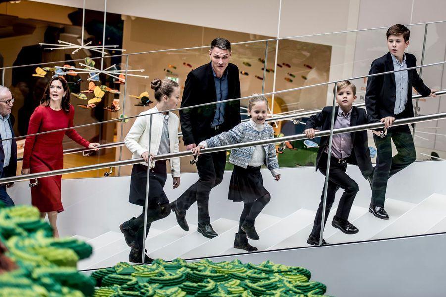La princesse Mary de Danemark avec ses enfants à Billund, le 28 septembre 2017
