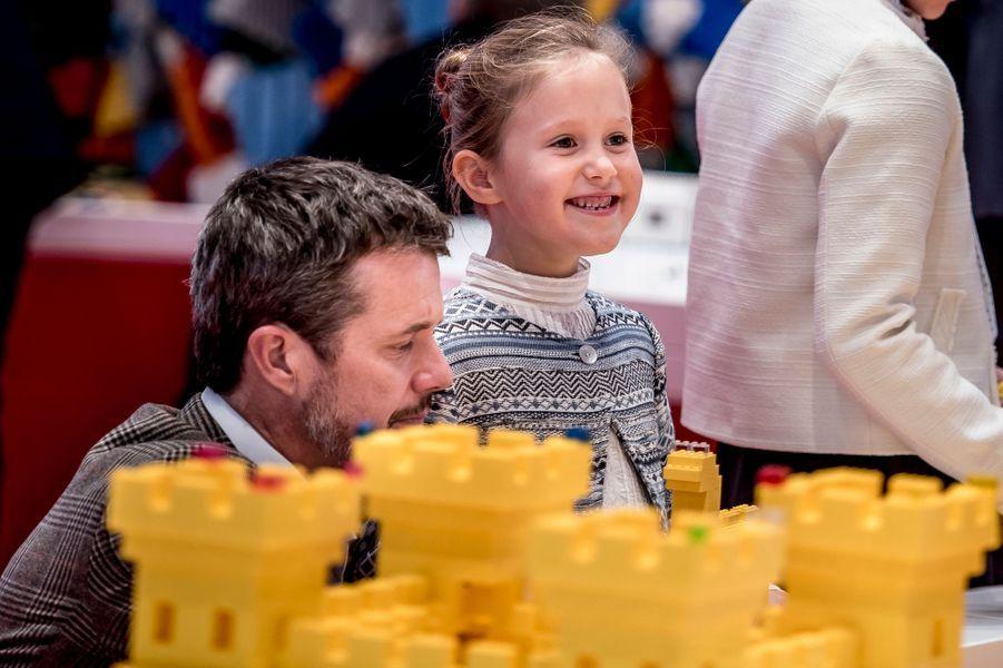 Le prince Frederik de Danemark et sa fille la princesse Josephine à Billund, le 28 septembre 2017
