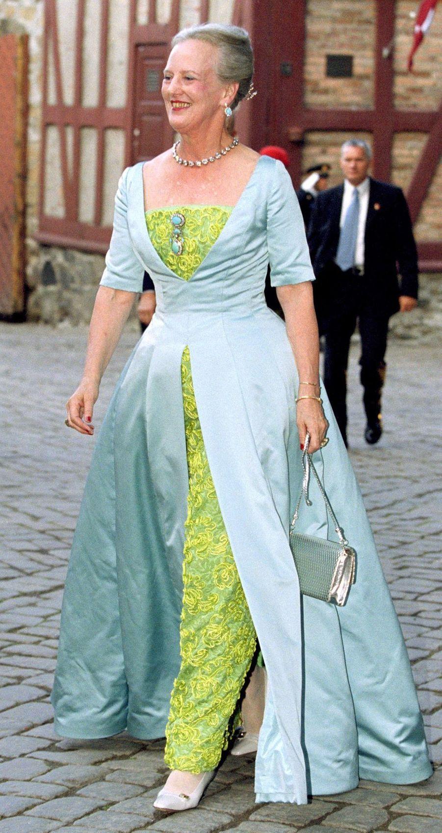 La reine Margrethe II de Danemark au mariage de la prince Haakon de Norvège, le 24 août 2001