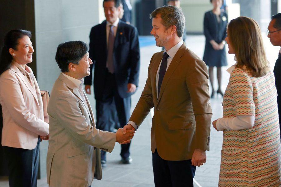 La princesse Mary et le prince héritier Frederik de Danemark accueillis à Tokyo par la princesse Masako et le prince héritier Naruhito du Japon, le 8 octobre 2017