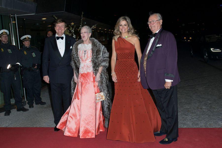 La reine Margrethe II de Danemark et le prince Henrik avec la reine Maxima et le roi Willem-Alexander des Pays-Bas à Copenhague, le 18 mars 2015