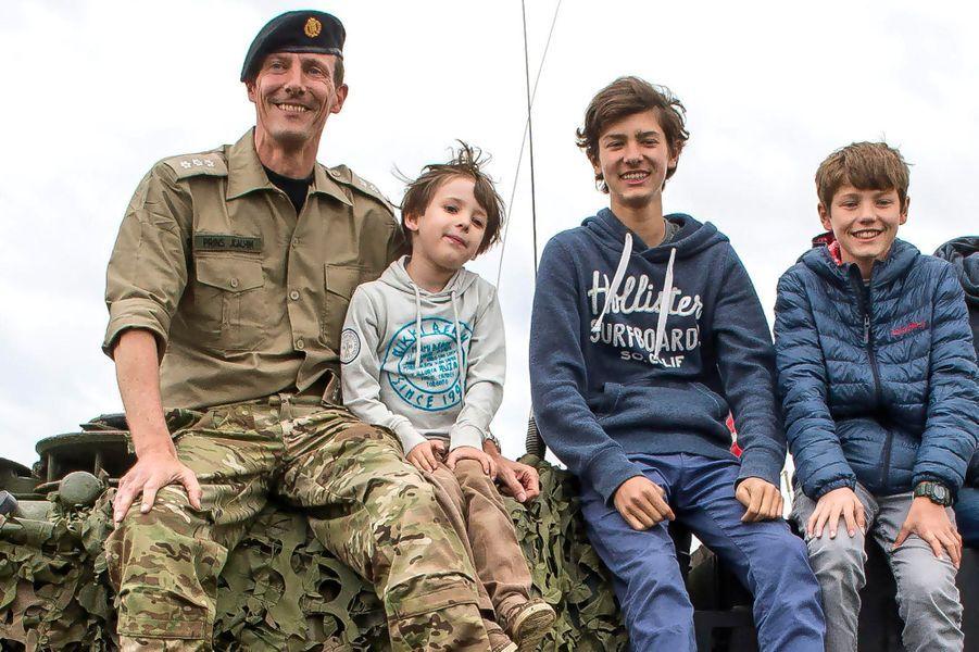 Le prince Joachim de Danemark avec ses trois fils à Oksbol, le 28 juin 2015