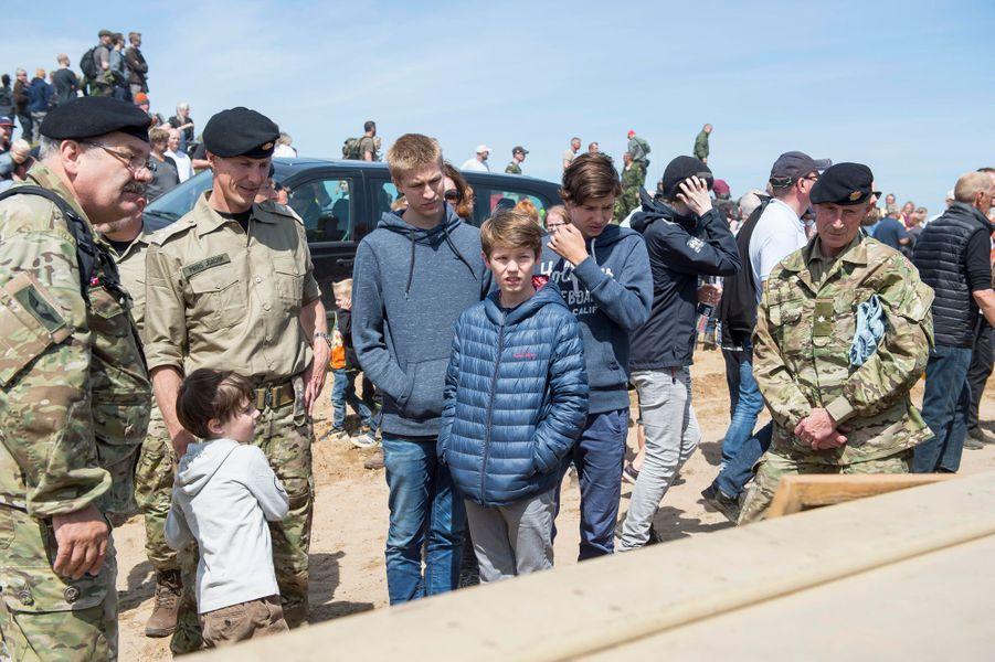 Le prince Joachim de Danemark avec ses trois fils et le comte Richard à Oksbol, le 28 juin 2015