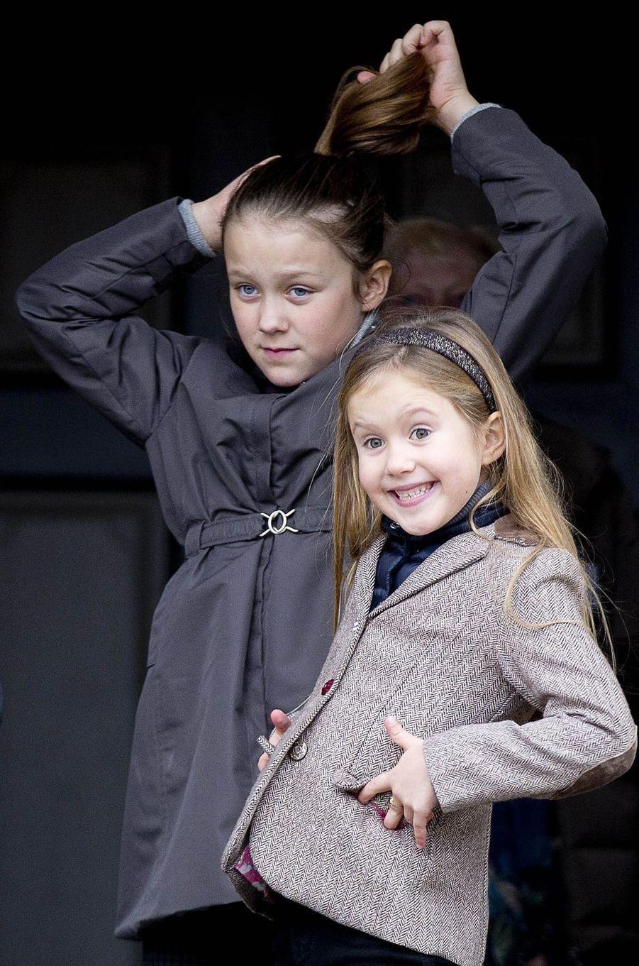Les princesses Isabella et Josephine de Danemark à Klampenborg, le 5 novembre 2017