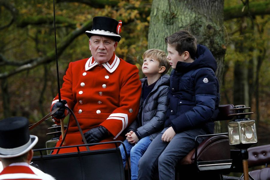 Les princes Vincent et Christian de Danemark à Klampenborg, le 5 novembre 2017