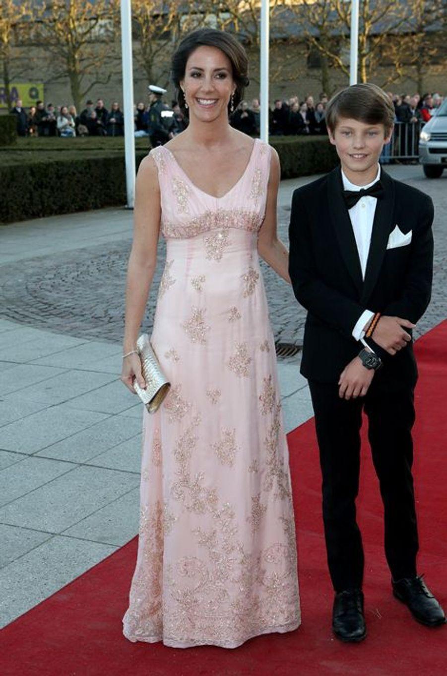 La princesse Marie de Danemark avec Félix à Aarhus, le 8 avril 2015