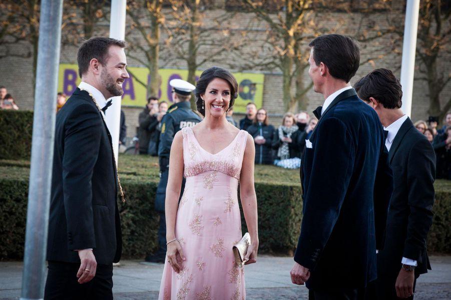 La princesse Marie et le prince Joachim de Danemark avec le maire d'Aarhus, le 8 avril 2015
