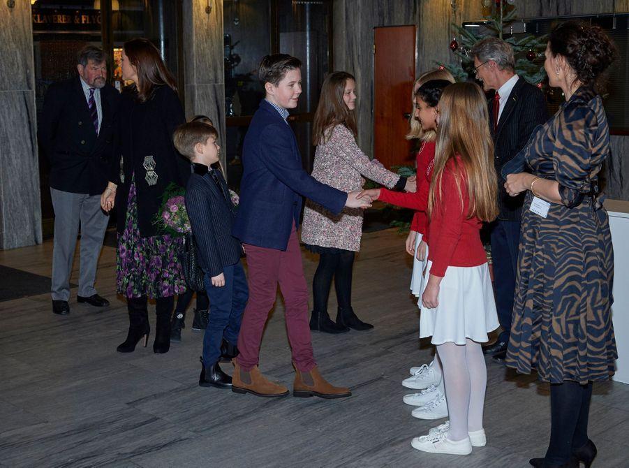 La princesse Mary de Danemark avec ses enfants et son père à Copenhague, le 8 décembre 2018