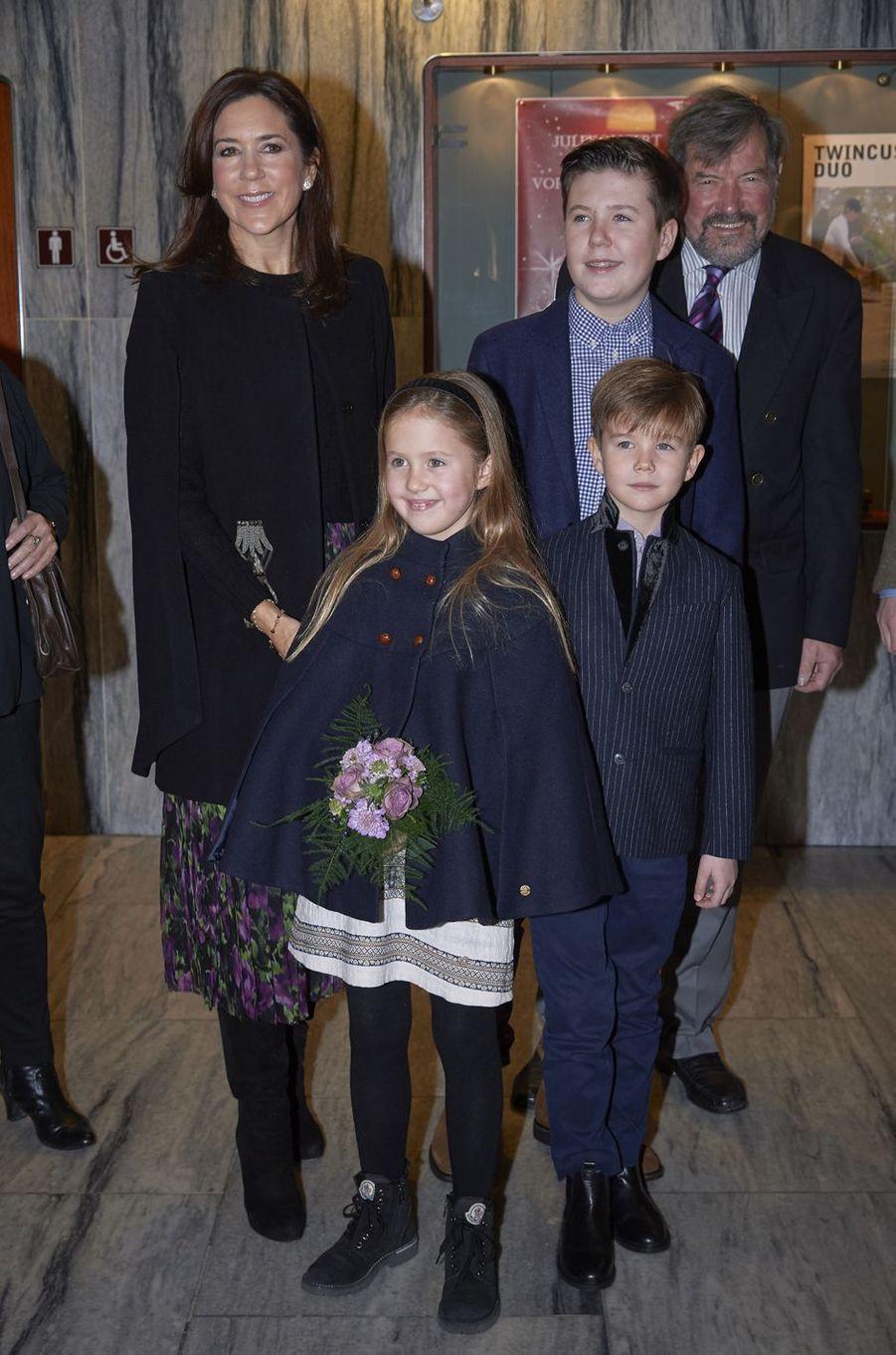 La princesse Mary de Danemark avec la princesse Joséphine, les princes Vincent et Christian et John Donaldson à Copenhague, le 8 décembre 2018