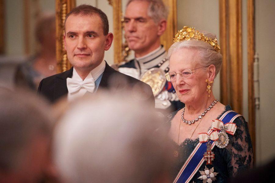 La reine Margrethe II de Danemark coiffée de son diadème Naasut, avec le président islandais, le 24 janvier 2017