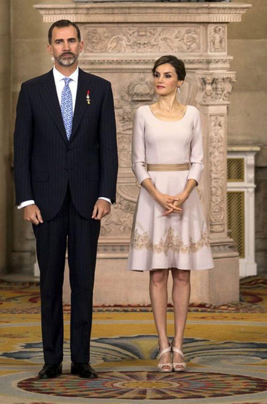 La reine Letizia et le roi Felipe VI d'Espagne au Palais royal de Madrid, le 19 juin 2015
