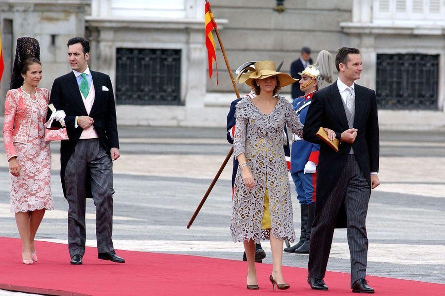 Les infantes Elena et Cristina d'Espagne avec leurs maris Jaime de Marichalar etInaki Urdangarin à Madrid, le 22 mai 2019