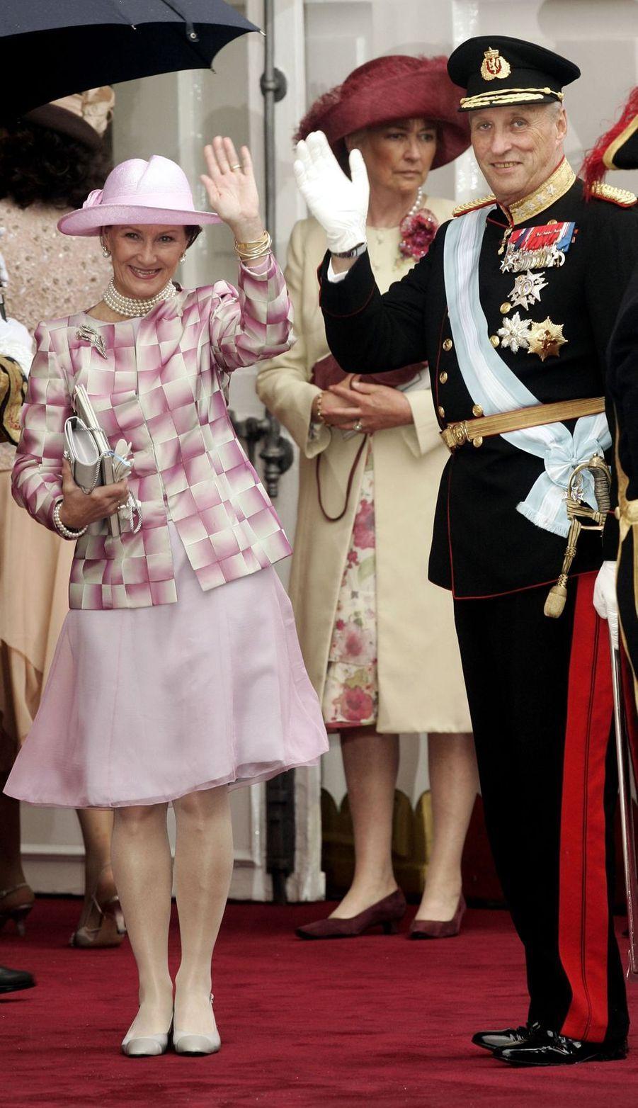 La reine Sonja et le roi Harald V de Norvège à Madrid, le 22 mai 2004