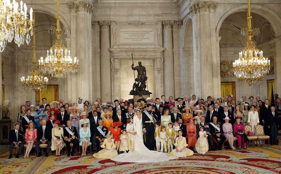 Photo officielle du mariage de Letizia Ortiz et du prince Felipe d'Espagne à Madrid, le 22 mai 2004