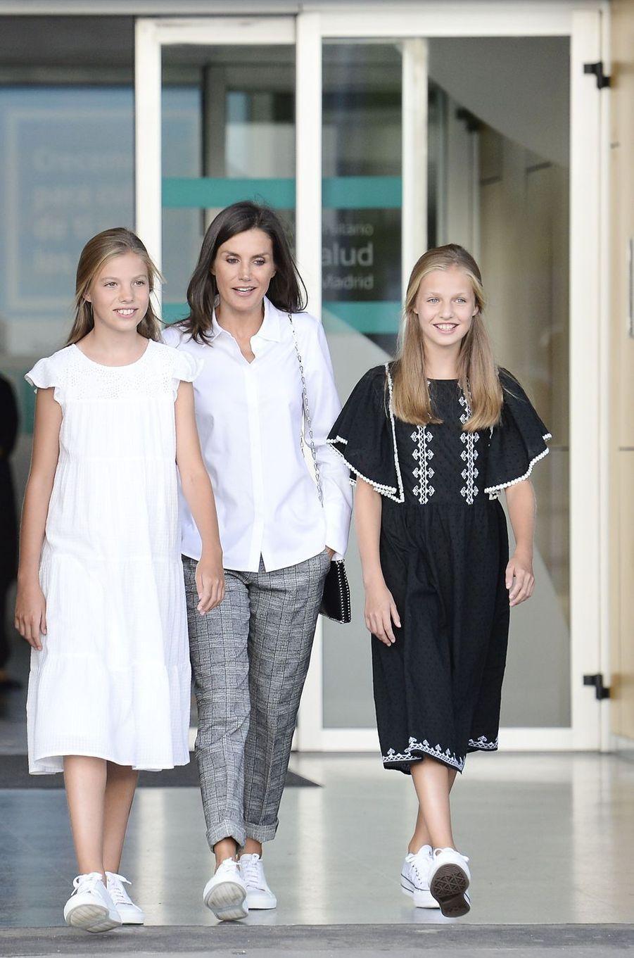 La reine Letizia d'Espagne avec les princesses Sofia et Leonor à Madrid, le 27 août 2019