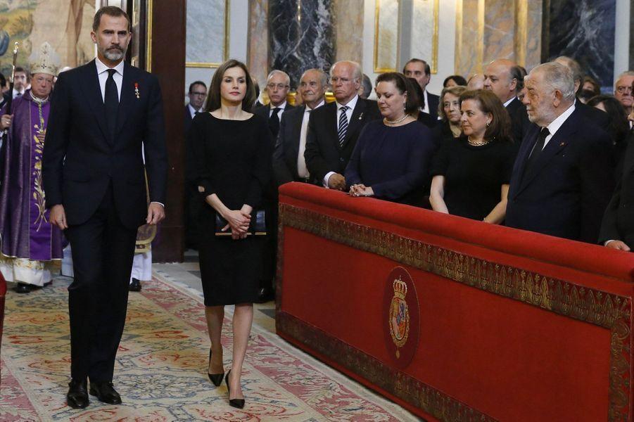 Le roi et la reine Letizia d'Espagne dans la chapelle du Palais royal à Madrid, le 11 mai 2017