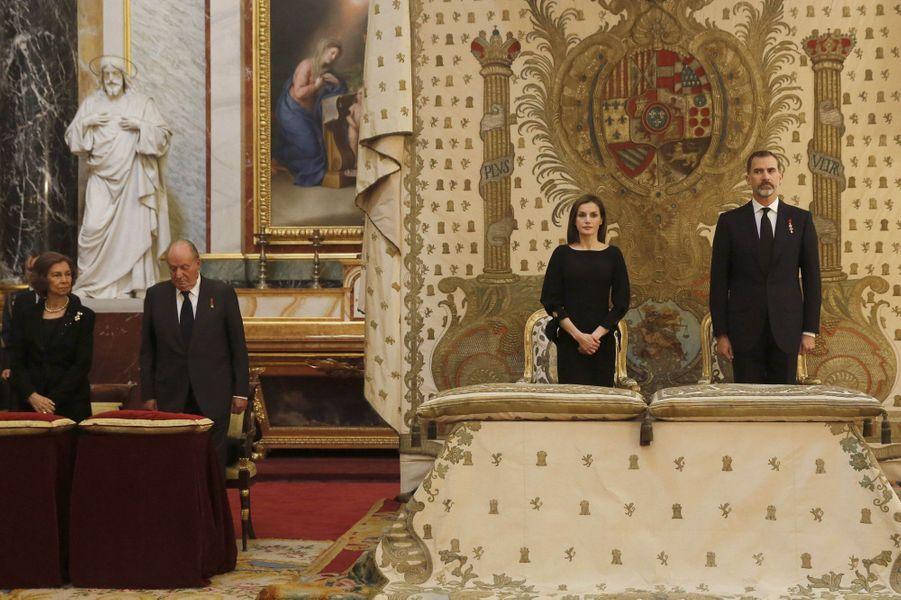 L'ancienne reine Sofia et l'ancien roi Juan Carlos avec la reine Letizia et le roi Felipe VI d'Espagne à Madrid, le 11 mai 2017