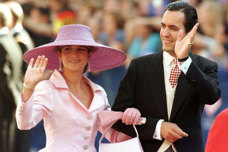 L'infante Elena d'Espagne et son mari Jaime de Marichalar au mariage de l'infante Cristina et de Inaki Urdangarin, à Barcelone le 4 octobre 1997