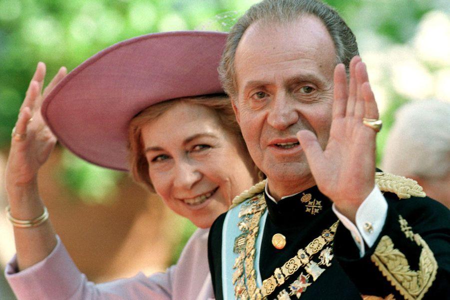 Le roi Juan Carlos Ier d'Espagne et la reine Sofia au mariage de l'infante Cristina et de Inaki Urdangarin, à Barcelone le 4 octobre 1997