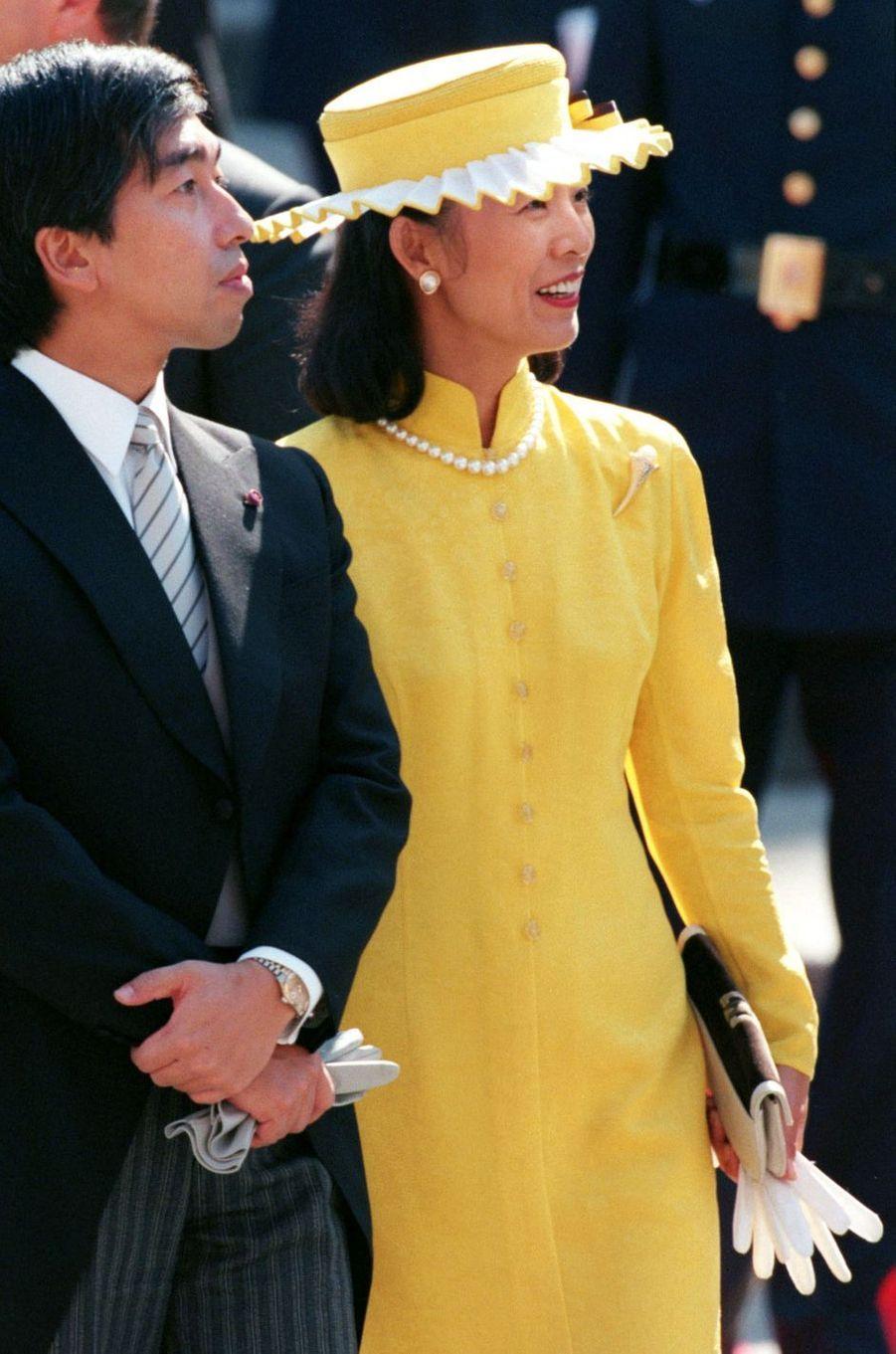 Le prince Norihito du Japon et son épouse la princesse Hisako au mariage de l'infante Cristina d'Espagne et Inaki Urdangarin, à Barcelone le 4 octobre 1997
