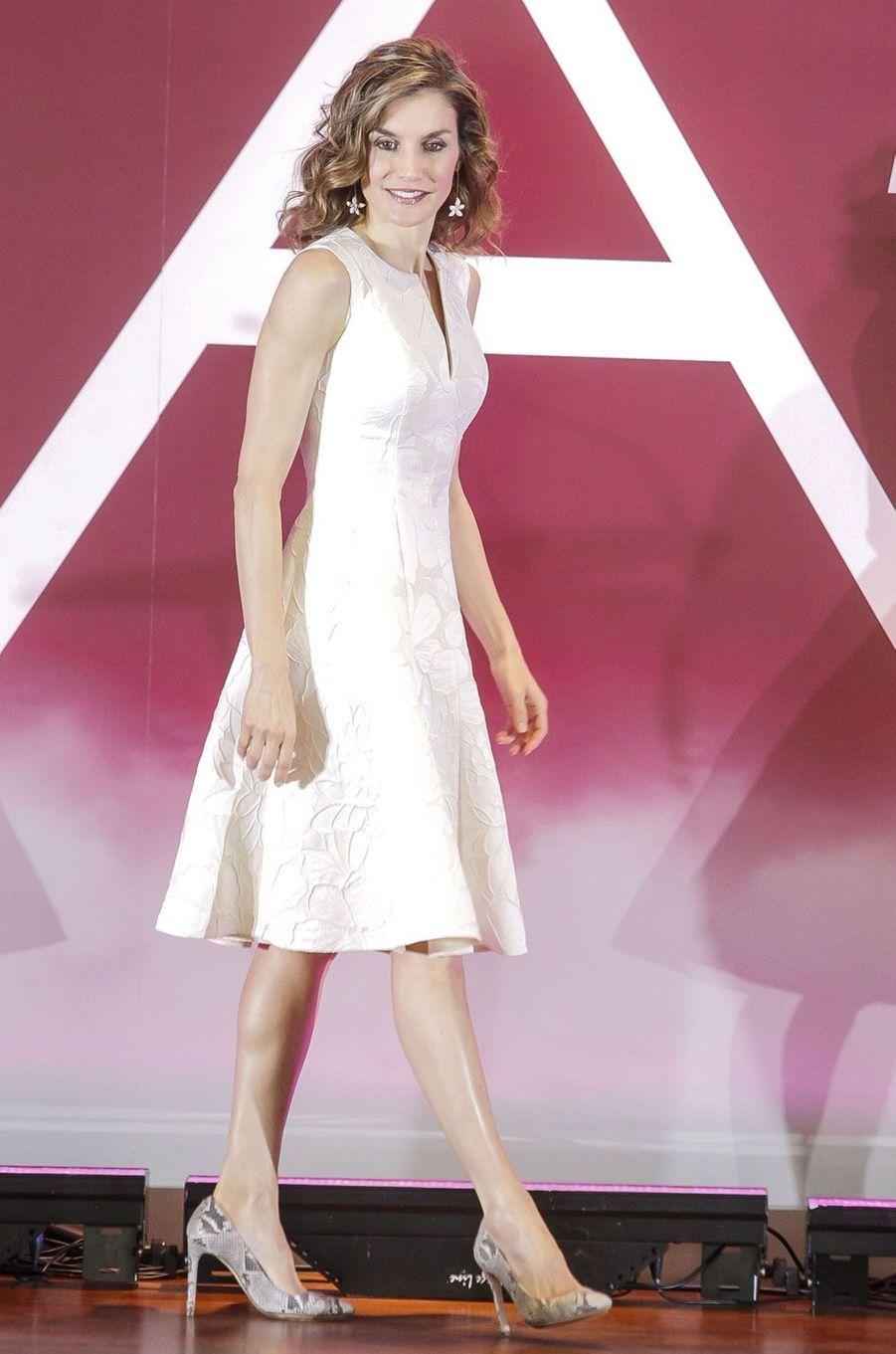La reine Letizia, superbe en blanc, à Madrid, le 26 juillet 2016