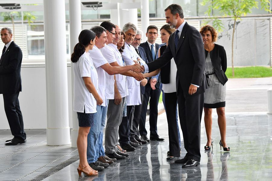 Felipe VI et Letizia arrivent à l'Hospital del Mar, samedi.